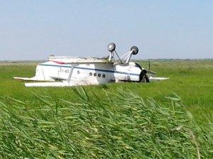 АН-2 перевернулся при экстренной посадке в Крыму