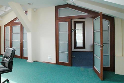 Применение распашных дверей