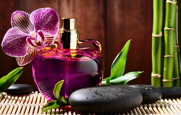 Оставить след в душе мужчины поможет грамотно подобранная парфюмерия