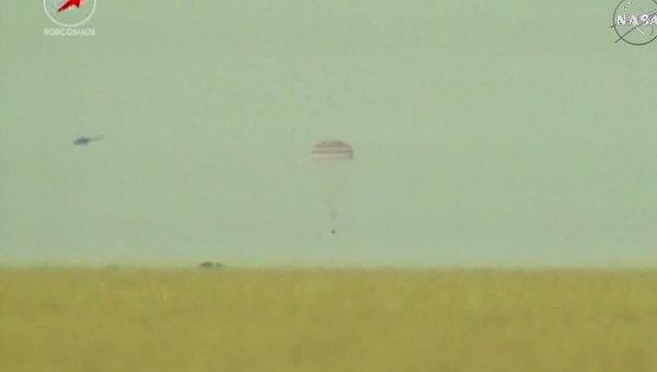 В Казахстане состоялась удачная посадка капсулы с экипажем МКС