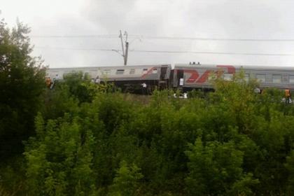 Пассажирский поезд сошел с рельс из-за похищенных путевых креплений