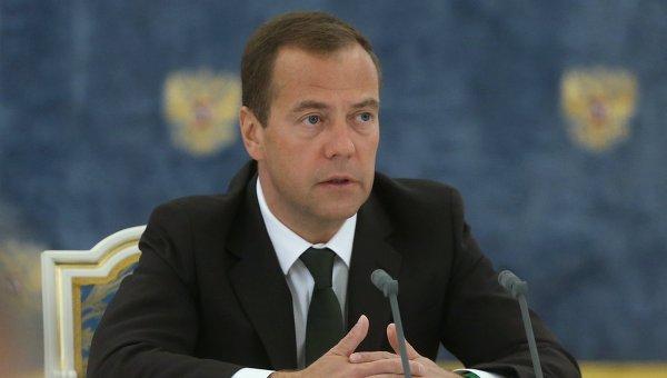 Медведев прокомментировал отказ Америки принимать возглавляемую им российскую делегацию