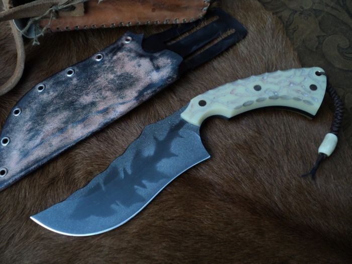 Охотничий нож для охотника и рыболова