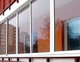 Преимущества и недостатки алюминиевых профилей при остеклении балкона