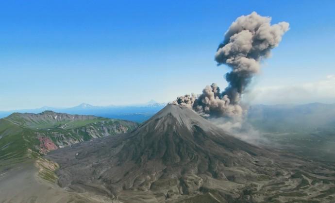 Какие бывают вулканы и какую опасность они реально представляют?