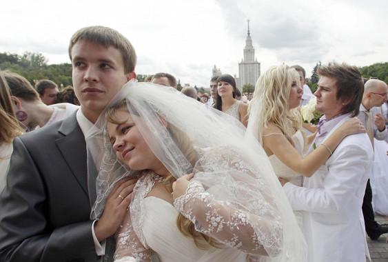Теперь регистрировать браки в России станет ещё проще