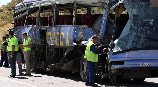 Девять погибших и 21 раненый в автобусной аварии в Авиле