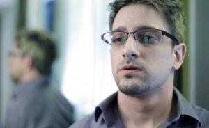 Экс-сотрудник ЦРУ хочет встретиться с депутатами в Шереметьево