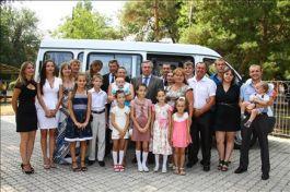 Новый микроавтобус для многодетной семьи из Азова