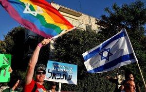 Гомосексуалисты в Израиле протестуют под стенами посольства России