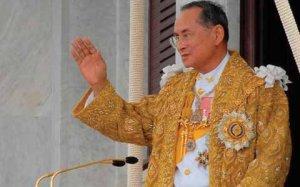 Король Таиланда одобрил отставку правительства