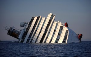 Costa Concordia отбуксируют лишь летом 2014 года