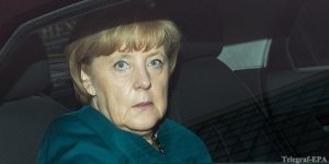 Лимузин Меркель попал в аварию