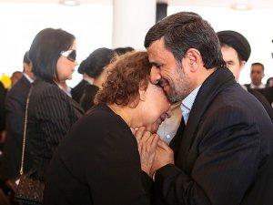 Испанский священник запрещает лить слезы на похоронах