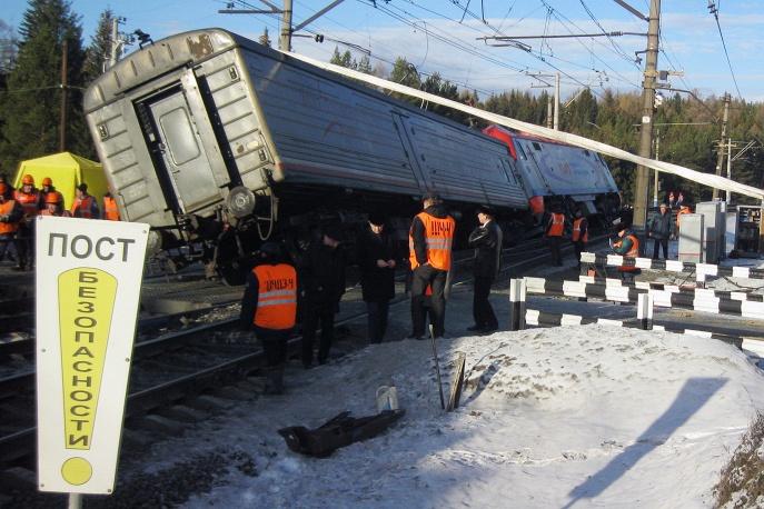Столкновение пассажирского поезда с электровозом в Свердловской области обошлось без жертв