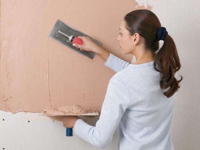 Скрыть недостатки и неровности стен поможет штукатурка