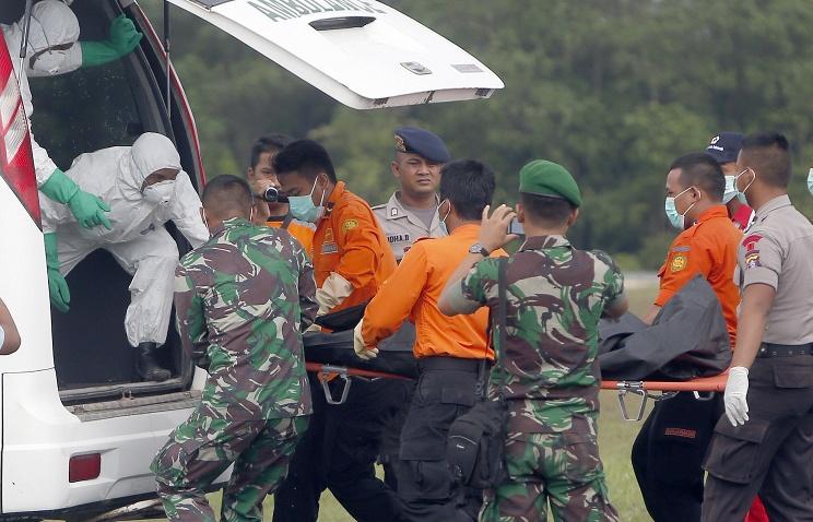 Семьи погибших пассажиров самолета AirAsia получат компенсации по $24 тыс.