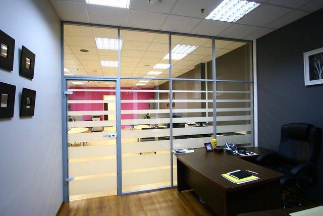 Зонирование пространства офисов и квартир с помощью новой технологии стало пользоваться особой популярностью