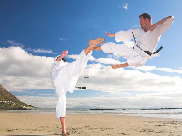 Что нужно знать, чтобы удачно купить кимоно карате?