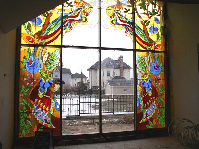 Наблюдая за игрой света в стекле, можно научится формировать пространство и делать его креативным