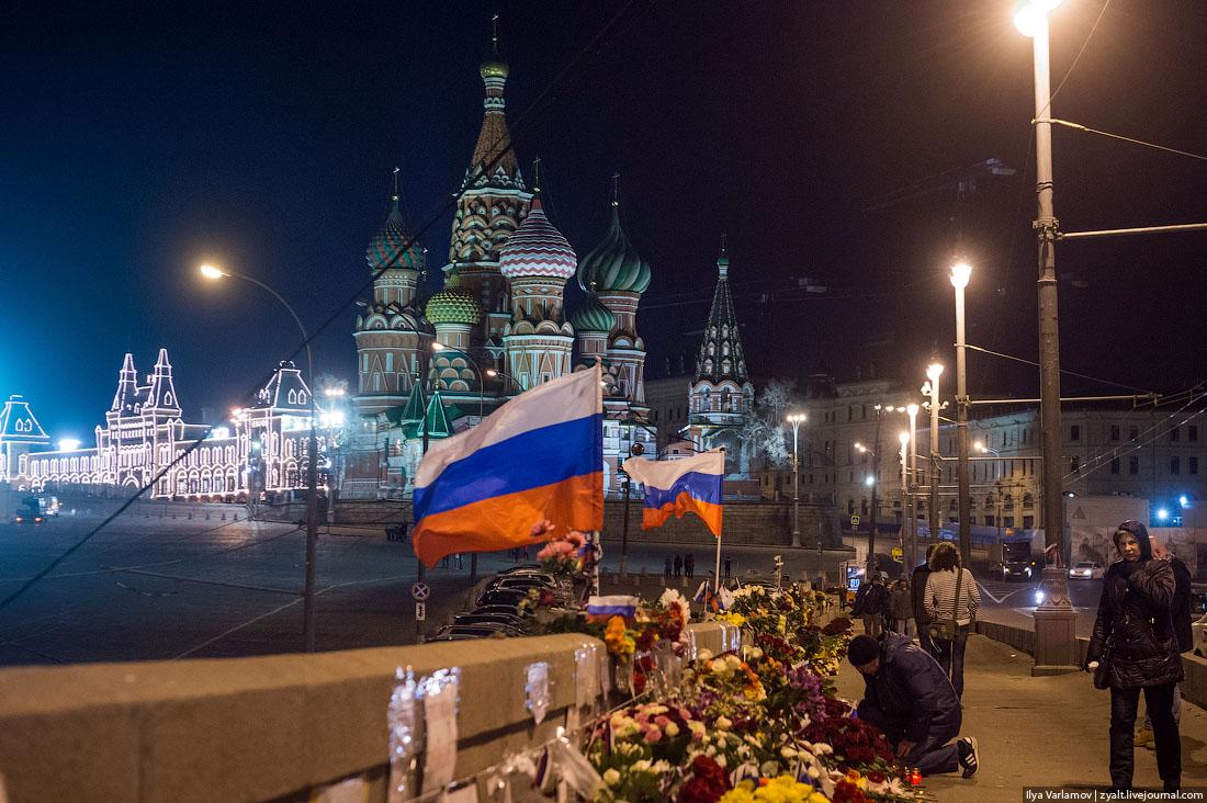 Кто уничтожает народный мемориал Немцова?