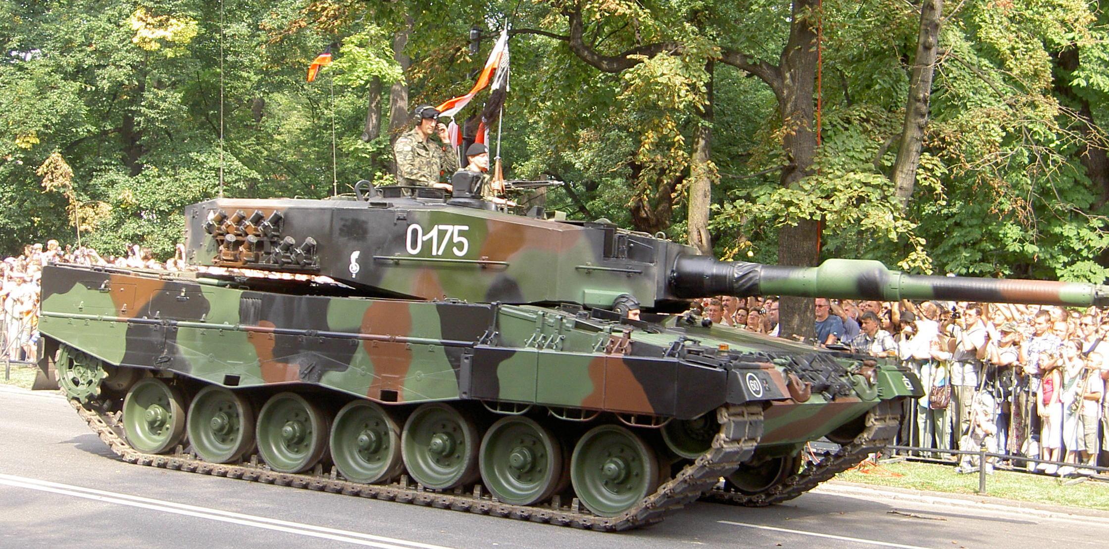 """Немецкий танк Leopard 2 против российской """"Арматы"""""""