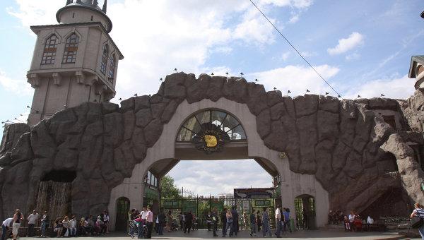 Московскому зоопарку придется заплатить за лечение придавленного плитой мальчика