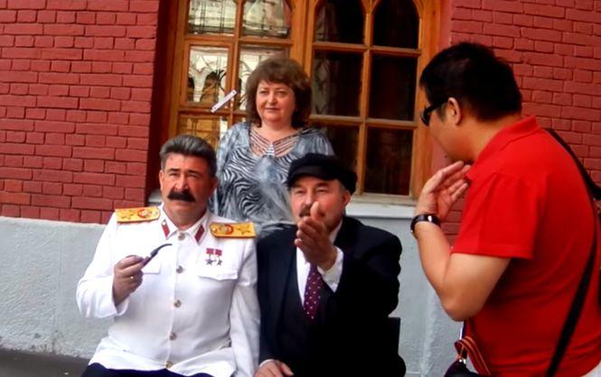 Драка между Лениным и Сталиным произошла в переходе московского метро