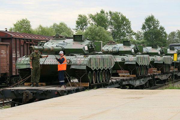 Китайская военная техника на четырех эшелонах прибыла в Россию