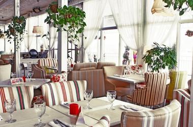 Ресторан способствует приятному отдыху и веселому времяпрепровождению