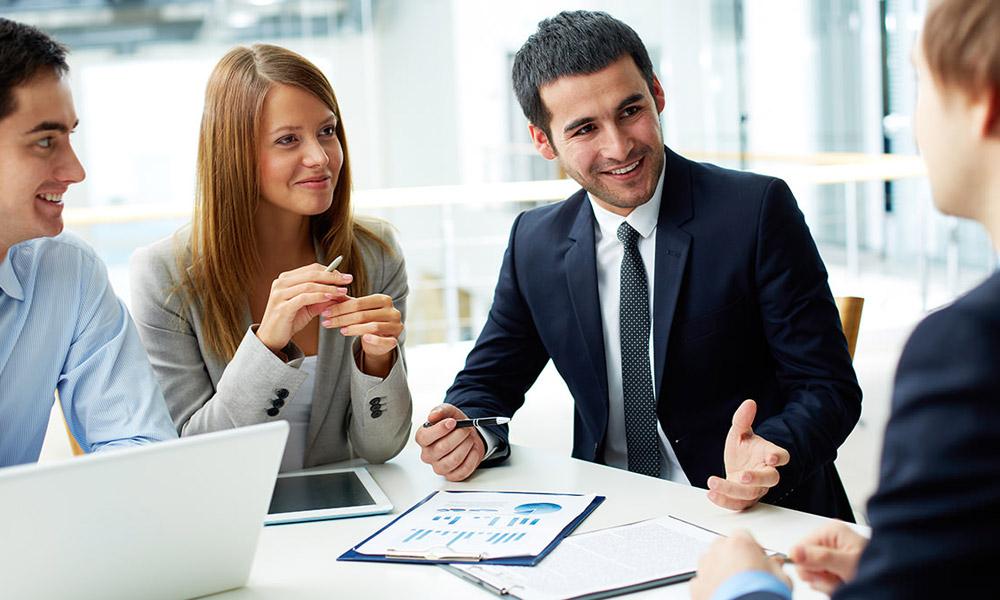 Общаясь с другими предпринимателями, человек может получить полезную информацию