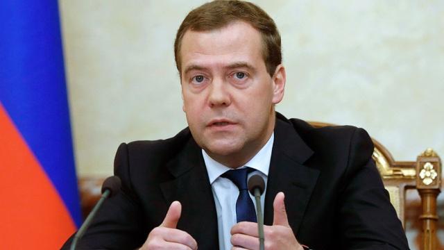 Медведев: положение дел в экономике грозит увеличением долгов по зарплате