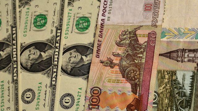 Эксперты: доллар может подорожать до 210 рублей