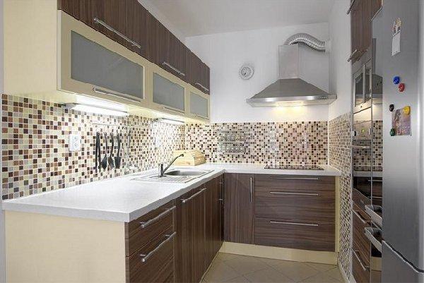 Какими качествами должна обладать хорошая плитка для кухни?