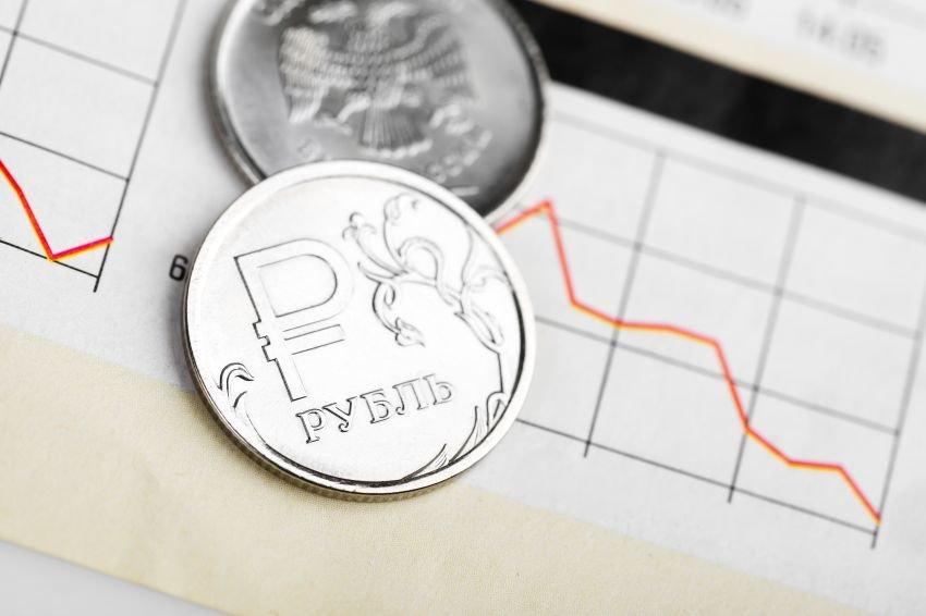 В июле рубль ожидают серьезные испытания