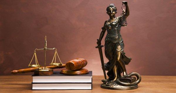 В каких случаях нужна помощь адвоката?