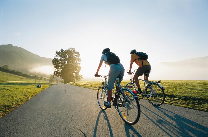 Современная летняя и зимняя велоодежда