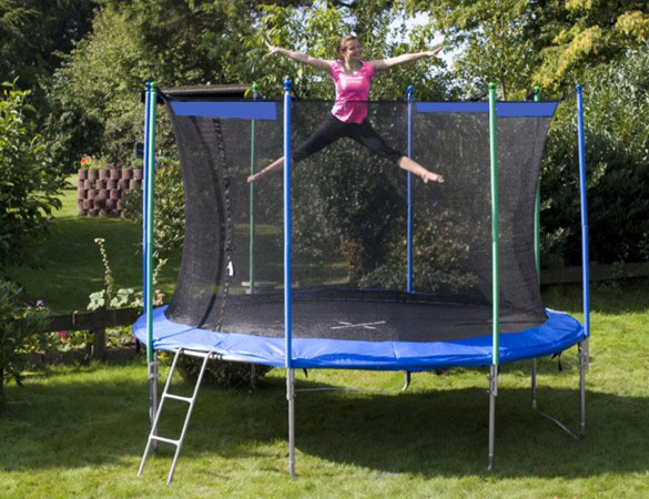 Детский гимнастический батут – веселое и полезное занятие