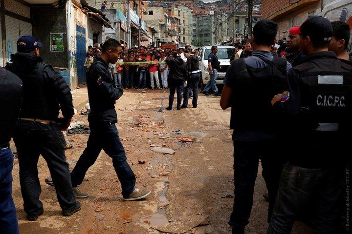 Жертвами беспорядков в Каракасе стали 12 человек
