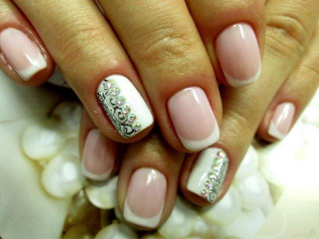 «Зеркальные шары» и магнитные «Сатурны» украшают женские руки