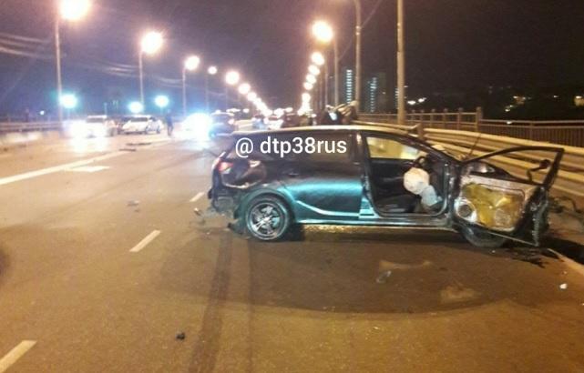 Три человека погибли при ДТП на мосту в Иркутске
