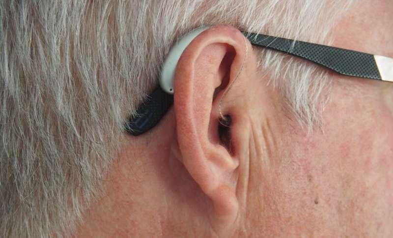 Потеря слуха и зрения может удвоить риск развития деменции.