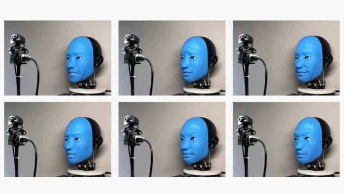 Инженеры США научили робота реагировать на выражения лица человека