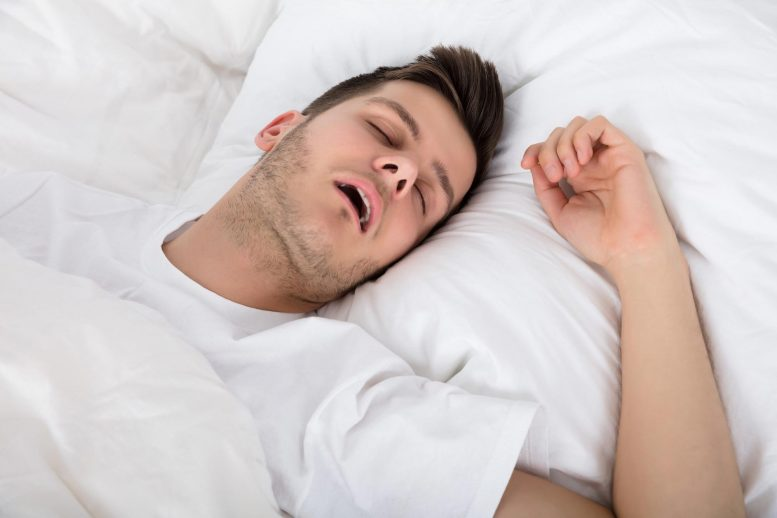 Апноэ во сне усугубляет болезнь сердца, но часто остается без лечения